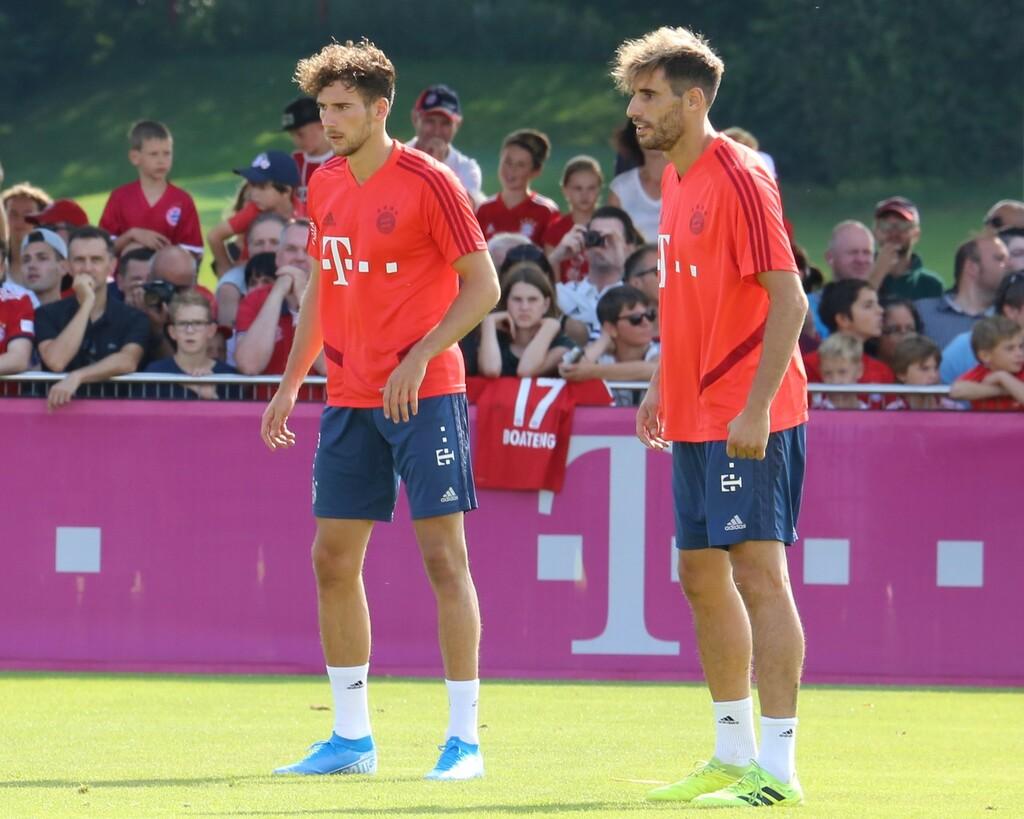 Bayern Munich mất bộ đôi tiền vệ vì Covid-19