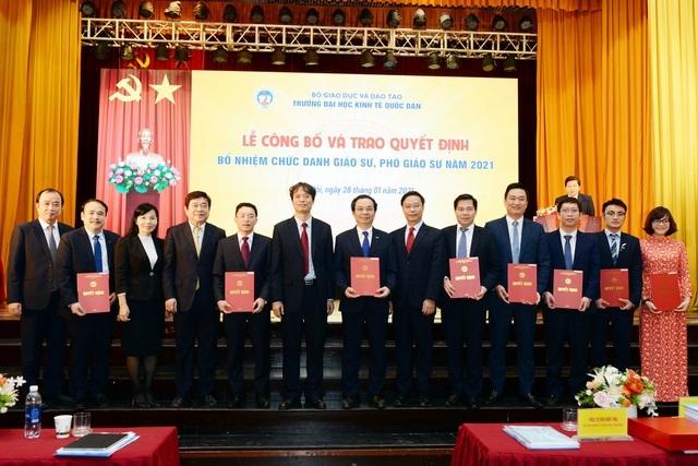 Trường ĐH Kinh tế quốc dân bổ nhiệm 8 giáo sư, phó giáo sư