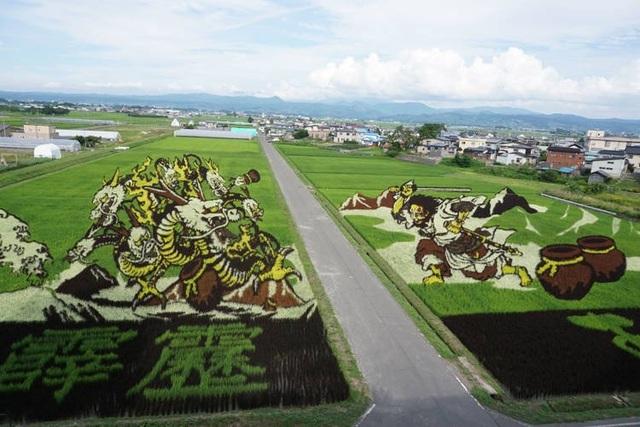 Ngôi làng tạo hình nghệ thuật cho đồng lúa công phu nhất thế giới