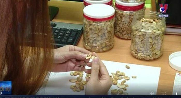 Bình Phước: Buộc 4 cơ sở đồ ăn tiêu hủy 13 tấn hàng hóa kém chất lượng