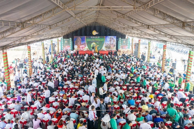 2.000 người chen chân mua đất Thăng Long Central City