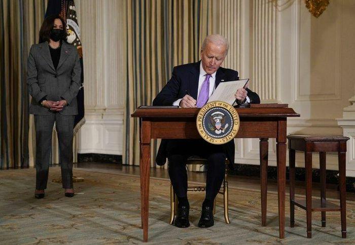 Tổng thống Joe Biden ký một loạt sắc lệnh hành pháp, trong đó yêu cầu đóng cửa các nhà tù tư nhân