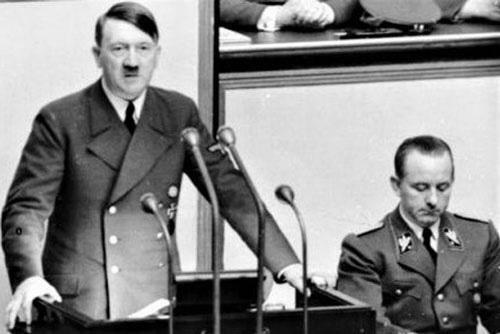 Adolf Hitler đã sử dụng kẻ đóng thế để chết thay như thế nào?