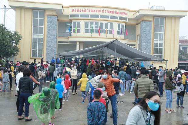 Hà Nội: Tiến hành lấy mẫu xét nghiệm Covid-19 cho hơn 1.000 học sinh Trường tiểu học Xuân Phương