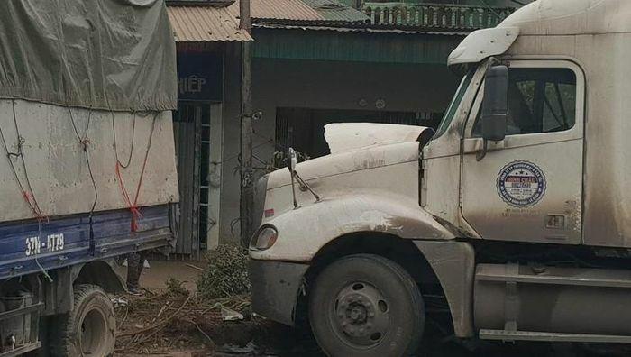 Xe container tông liên hoàn tại Nghệ An
