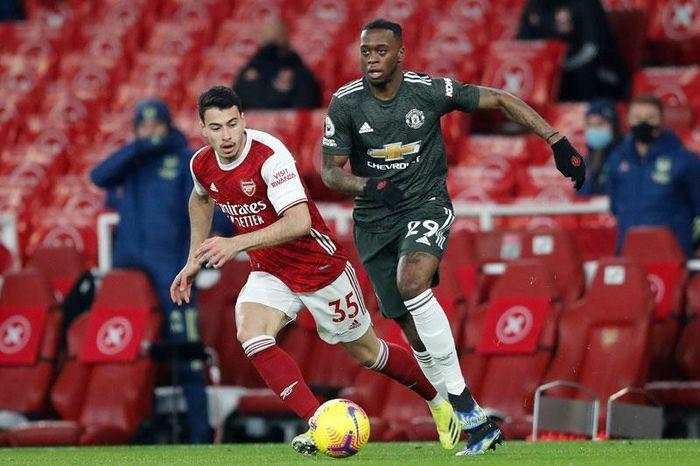 Cầm hòa Arsenal, M.U bị Man City bỏ xa 3 điểm