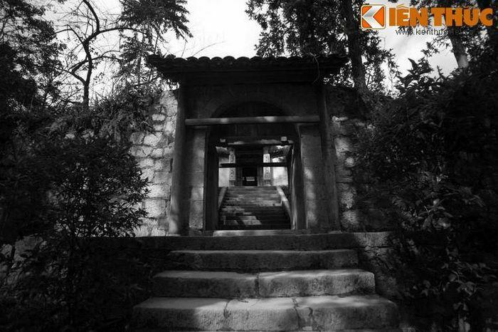 Ly kỳ giai thoại phong thủy về dinh thự vua Mèo ở Đồng Văn