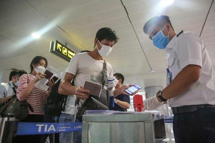TP HCM thông báo khẩn: Tìm người đi cùng chuyến bay VN213 ngày 28-1