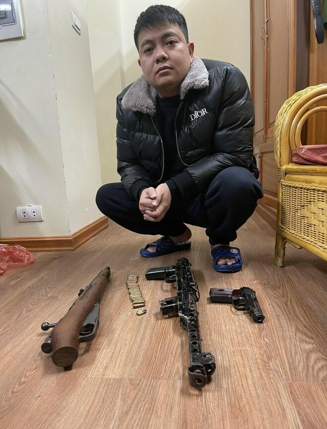 Cảnh sát hình sự Công an Hà Nội 'hốt' ổ nhóm đánh bạc, 'tín dụng đen' thu giữ vũ khí 'nóng'