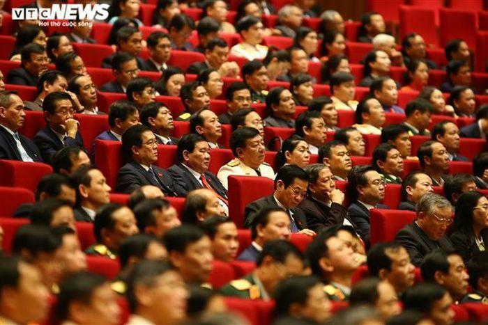 Xem xét các trường hợp xin rút khỏi danh sách ứng cử, đề cử BCH TƯ Đảng XIII