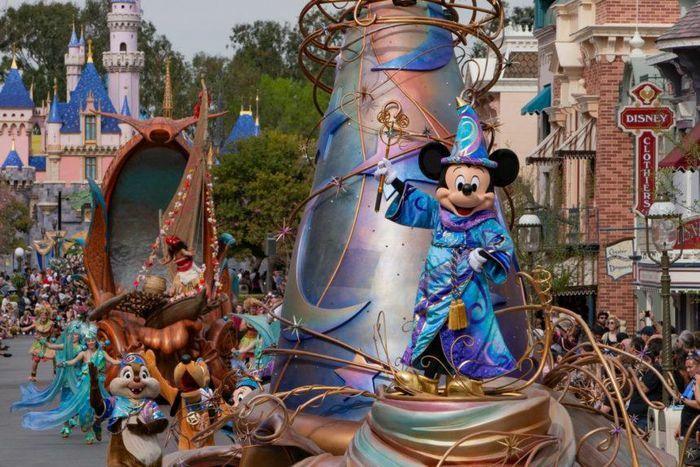 Nghệ thuật đặt tên ở công viên Disneyland