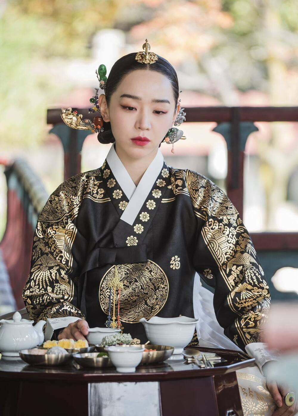 """Phim """"Mr. Queen"""" của Shin Hye Sun tiếp tục đạt kỷ lục rating mới"""