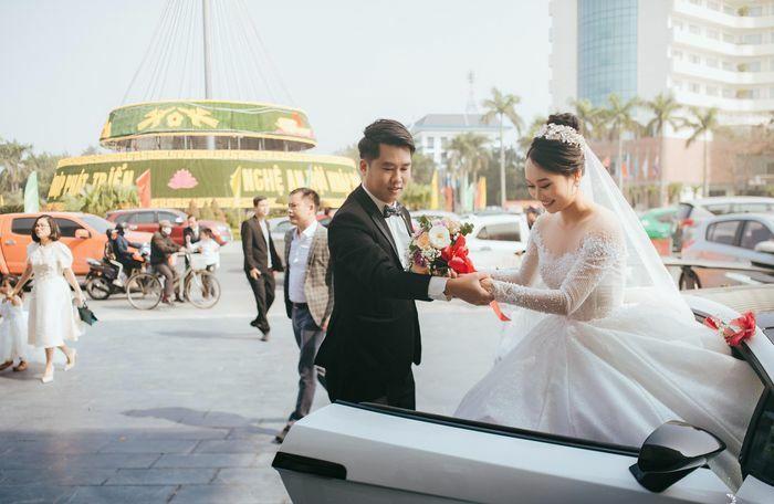 Đám rước dâu bằng siêu xe của á khôi ĐH Kinh tế Quốc dân