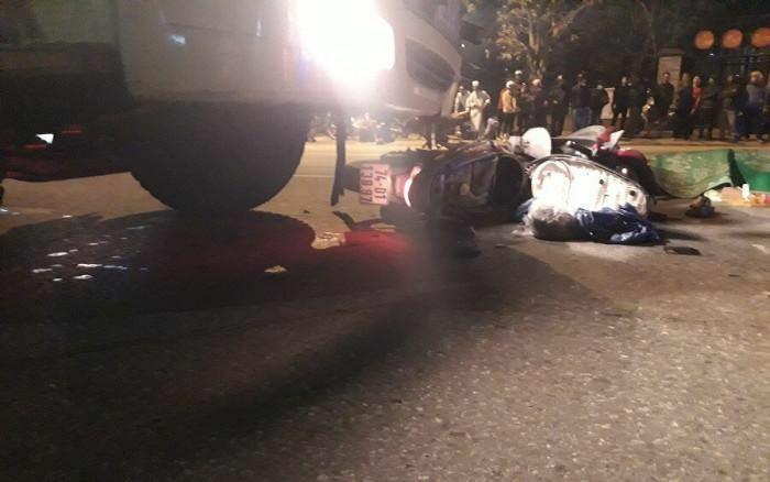 Xe tải tông xe máy trên QL1 qua Quảng Trị, 2 người tử vong thương tâm