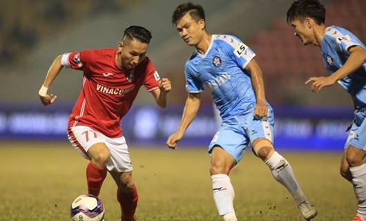 Trận đấu giữa Than Quảng Ninh và TP.HCM trên sân Cẩm Phả bị hoãn
