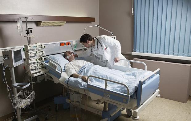 Người đàn ông 43 tuổi bị nhồi máu não rồi qua đời, bác sĩ chia sẻ: đây là lý do không nên thường xuyên cho đường khi nấu ăn