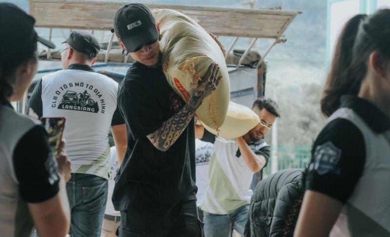 Dế Choắt kết hợp với nghệ nhân đàn bầu, mang chất liệu dân tộc vào Rap trong MV đầu tiên sau Rap Việt