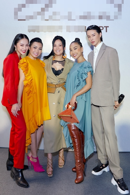 Diva Hồng Nhung lăng-xê mốt lộ nội y – H'Hen Niê cá tính với set đồ caro trendy