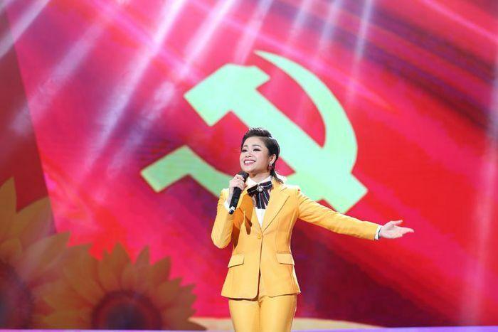 """Trào dâng niềm tự hào với các ca khúc về Đảng trong """"Vững bước dưới cờ Đảng"""""""