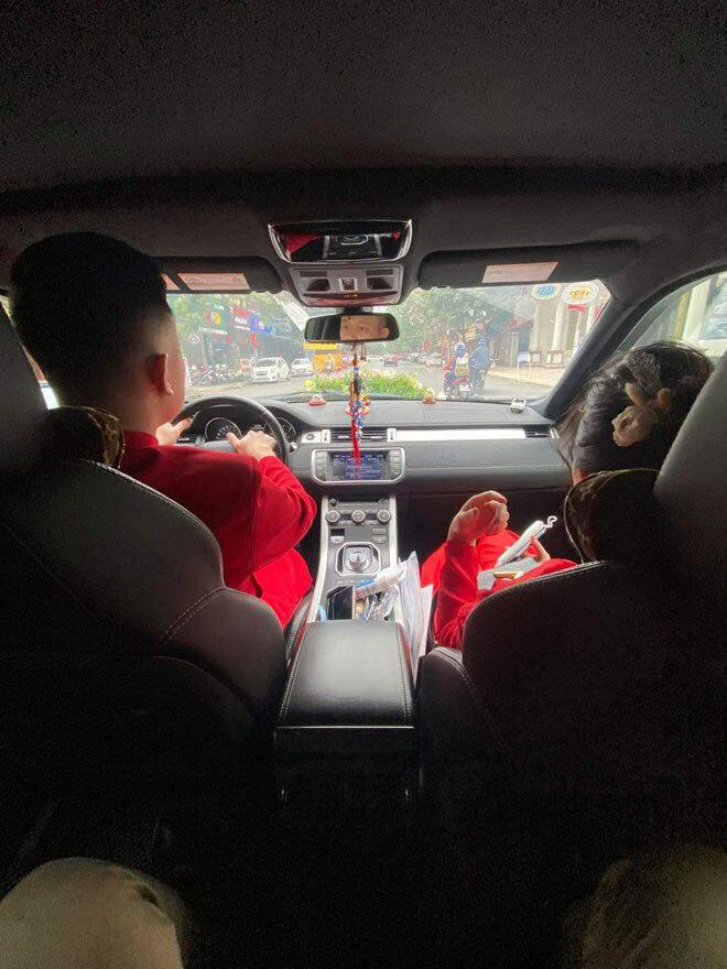 Chú rể Hải Phòng, cô dâu Quảng Ninh trao lễ ở trạm thu phí: Người thân tiết lộ bất ngờ