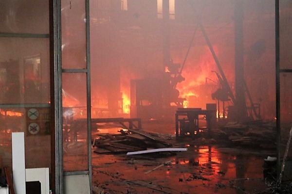 Cháy rụi xưởng gỗ rộng hơn nghìn m2 ở Hải Phòng