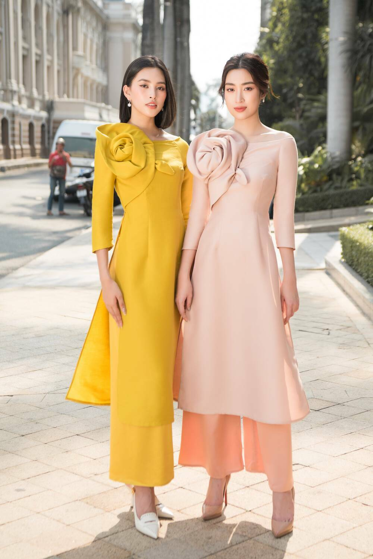 Đỗ Mỹ Linh – Tiểu Vy dịu dàng sắc xuân với áo dài cách tân thanh lịch