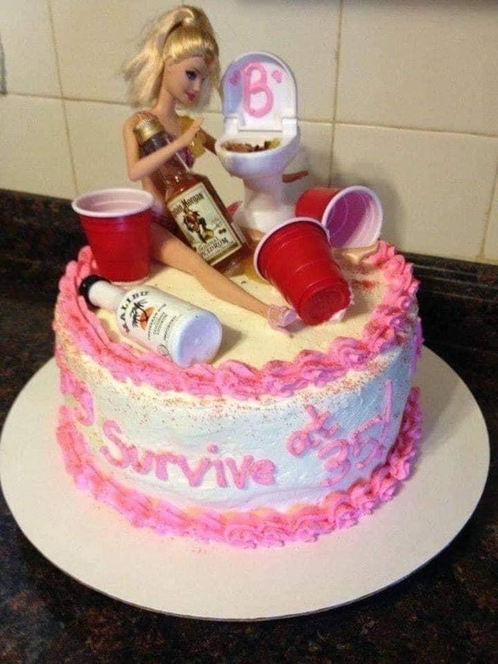 """Loạt bánh sinh nhật lầy lội dành cho hội bạn thân """"lắm trò"""": Nhìn xong chỉ muốn """"bó tay""""!"""