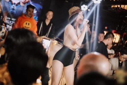 Hồ Ngọc Hà diện bodysuit khoe dáng chuẩn chỉnh khi diễn ở bar