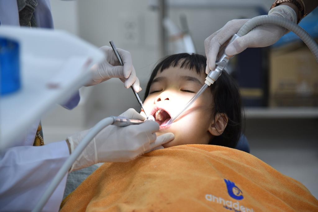 Thăm khám định kỳ ngừa bệnh răng miệng cho trẻ