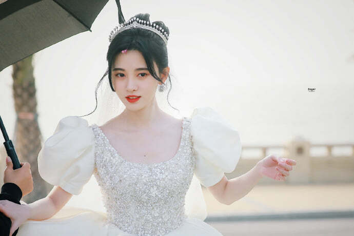 """Cúc Tịnh Y hóa cô dâu ở phim mới, fan nhắc khéo """"mỹ nữ 4000 năm tạo hình như một""""!"""