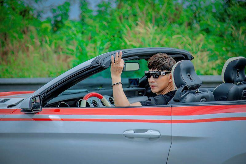 Châu Gia Kiệt mặc hàng hiệu, đi siêu xe 5 tỉ đồng trong MV mới