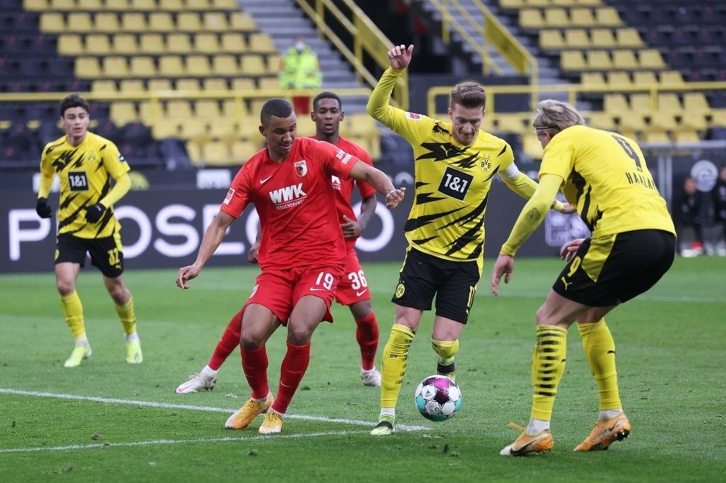 Haaland đá hỏng 11m, Sancho giúp Dortmund ngược dòng