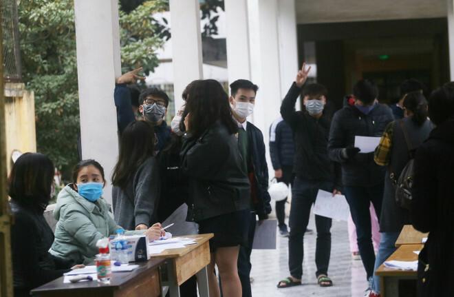 Học sinh khối 12 THPT Nguyễn Trãi (Ba Đình – Hà Nội) đồng loạt xét nghiệm SARS-CoV-2 sau khi đi du lịch tại Hải Dương