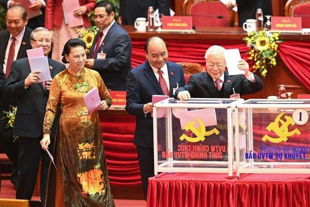 Hôm nay bầu Bộ Chính trị, Tổng Bí thư