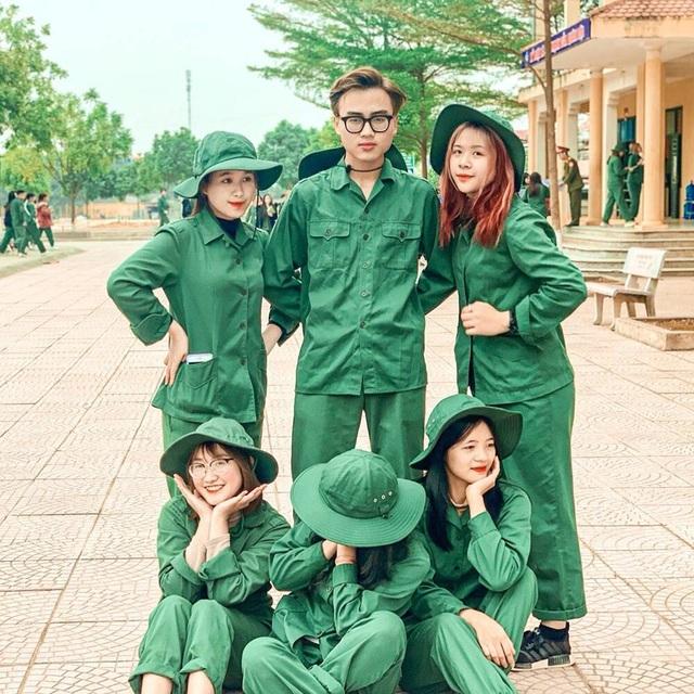 Dàn nam thanh nữ tú trong mùa quân sự của Học viện Chính sách và Phát triển
