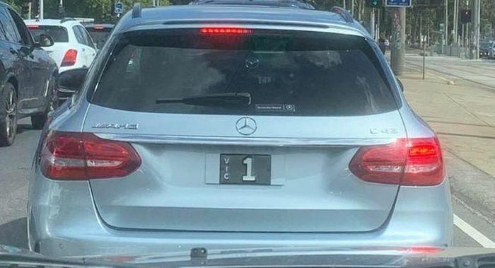 Một chiếc xe đeo biển số trị giá hàng chục tỉ đồng