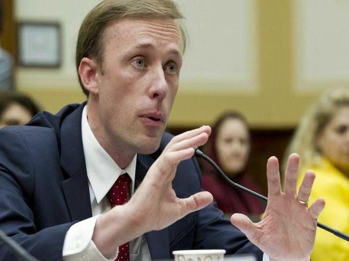 """Cố vấn Mỹ: Washington phải sẵn sàng buộc Bắc Kinh """"trả giá"""""""