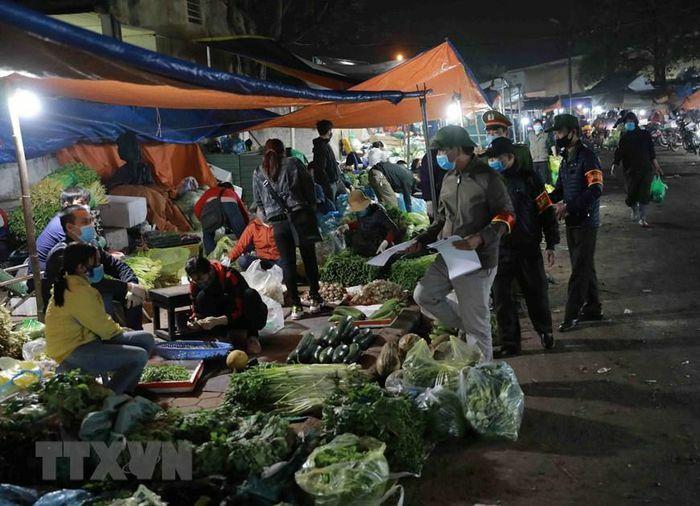 Hà Nội: Chợ đầu mối Minh Khai tăng cường phòng chống dịch