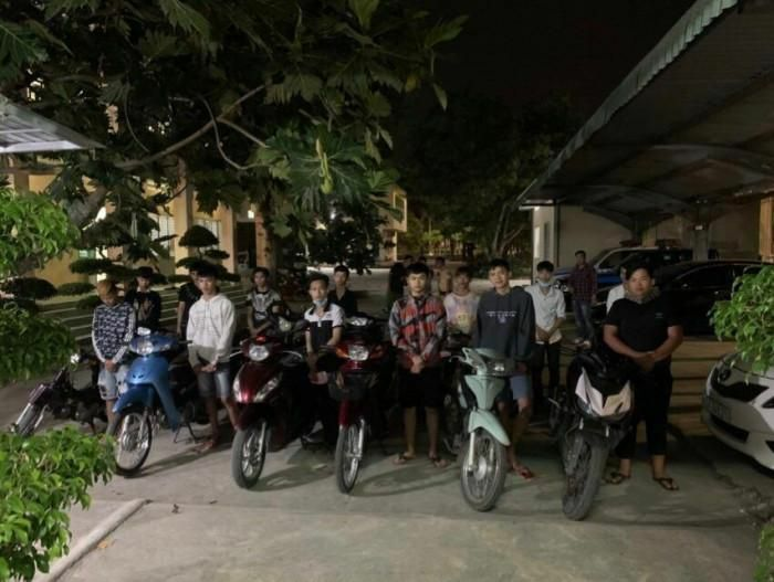 """Công an Đồng Nai mật phục bắt giữ 15 """"quái xế"""" đua tốc độ trong đêm"""
