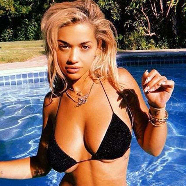 """Rita Ora mất lượng fans """"khủng"""" khi tổ chức sinh nhật giữa đại dịch"""