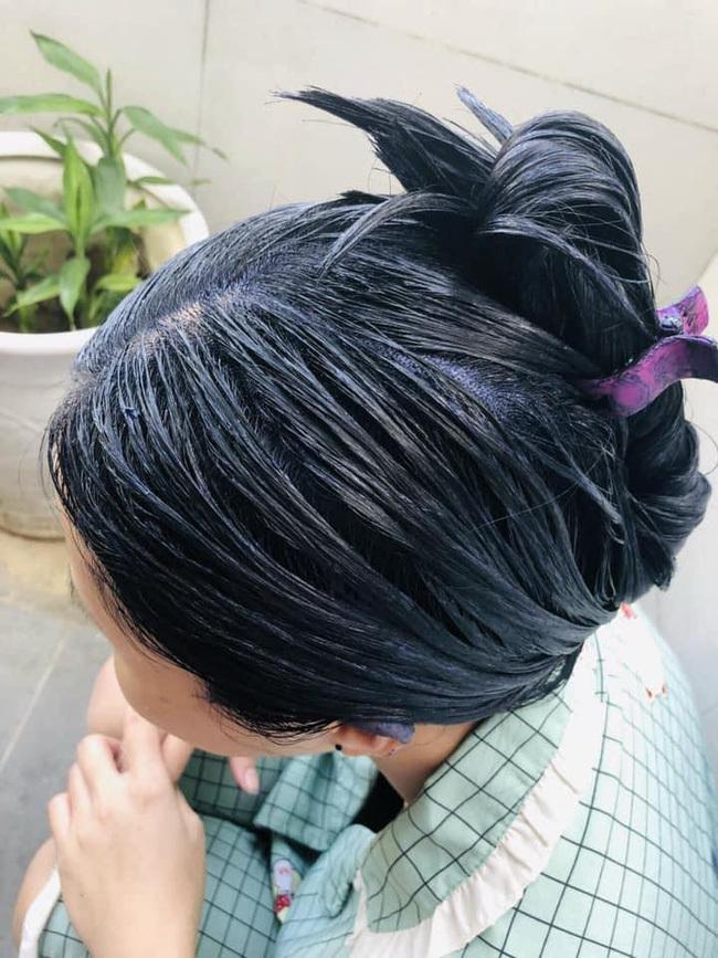 Muốn tiết kiệm tiền mà vẫn xinh, cô nàng tự nhuộm tóc rồi nhận cái kết thảm