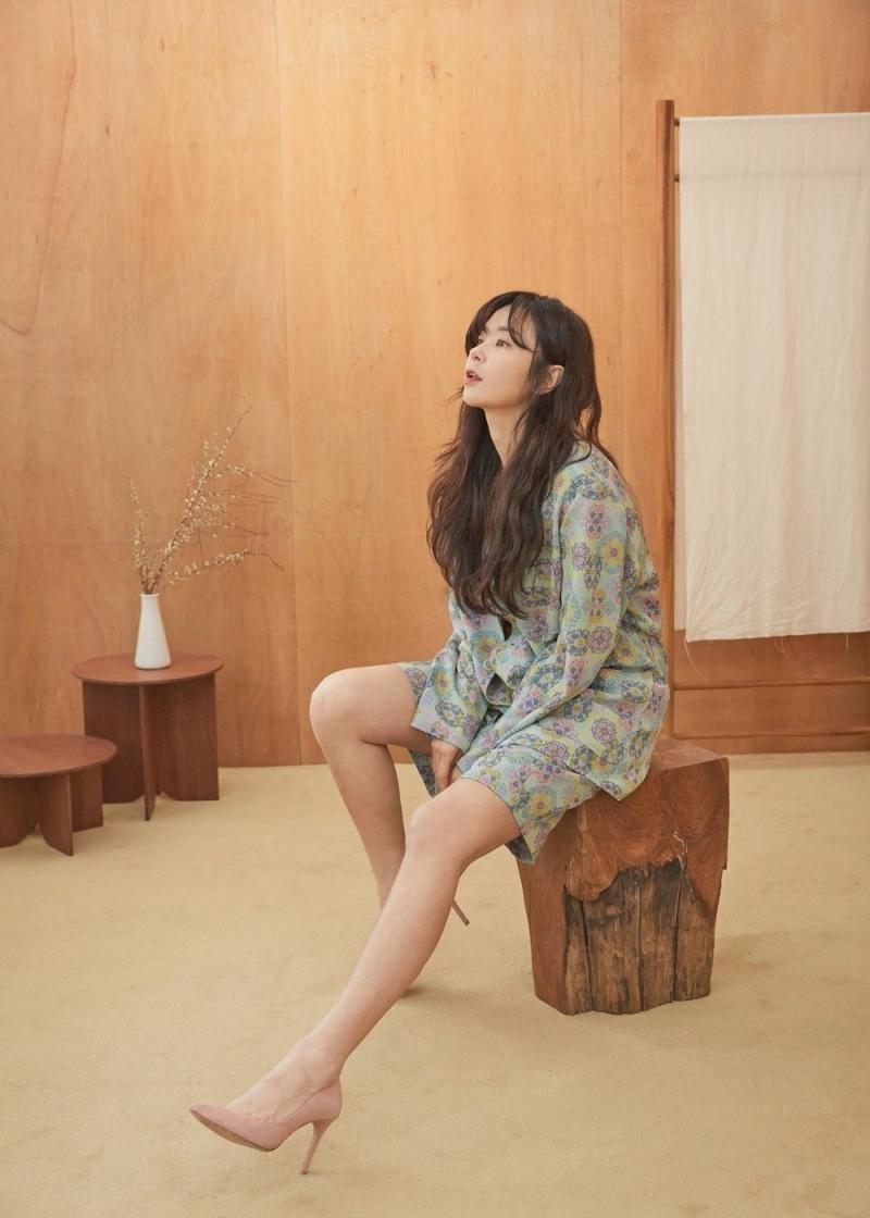 """Lần gặp mặt đầu tiên trên phim trường 20 năm trước, Choi Kang Hee khiến Kim Hee Sun """"quê độ"""""""