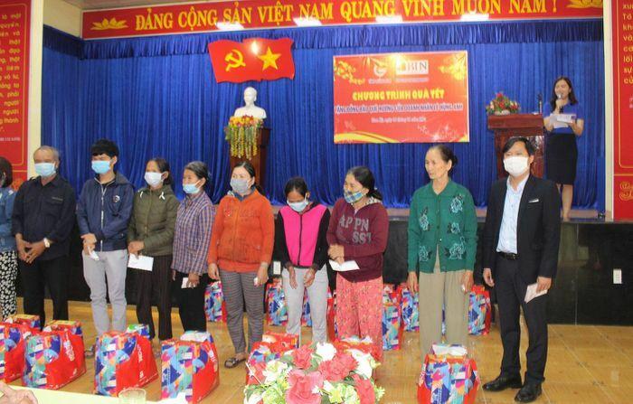 Quảng Nam: 50 suất quà Tết đến với hộ khó khăn ở phường Trường Xuân