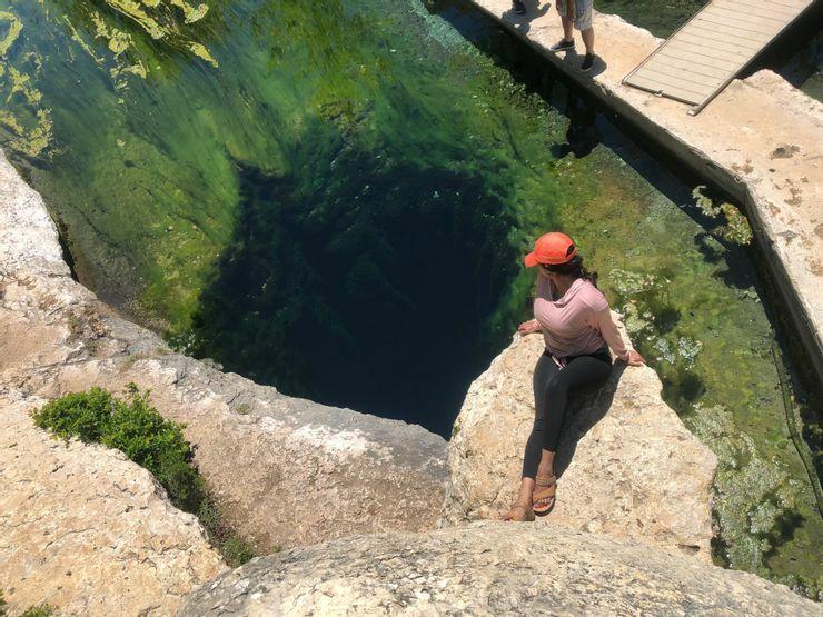 Những vùng nước tuyệt đẹp nhưng chứa đựng sự nguy hiểm đến chết người