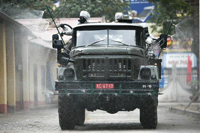 Quân đội khử khuẩn 7 khu cách ly ở Chí Linh