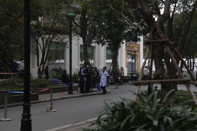 Cận cảnh khu vực toà nhà ở Times City bị phong toả vì có ca mắc COVID-19