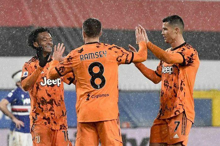 Ronaldo góp công, Juventus thắng nhọc để vào top 3 tại Serie A