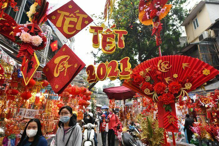 Đồ trang trí Việt đẹp hút khách ở chợ hoa Hàng Lược
