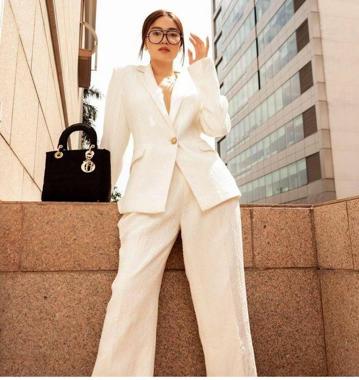 """Ninh Dương Lan Ngọc lên đồ như nữ """"tổng tài"""" đầy quyền lực trong bộ suit trắng"""