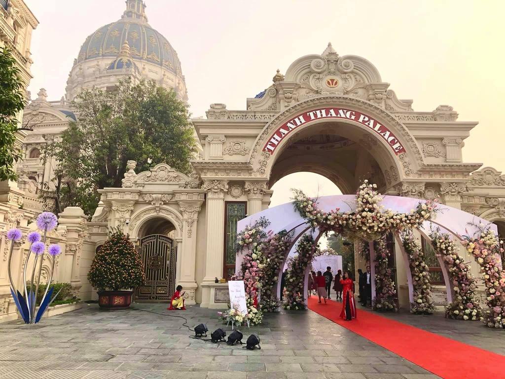 Đại gia tổ chức đám cưới trong lâu đài dát vàng ở Ninh Bình là ai?